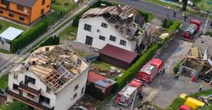 [WIDEO] Trąba powietrzna przeszła przez Kaniów. Zerwane dachy!