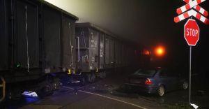 [FOTO] Kaniów: Samochód zderzył się z pociągiem towarowym
