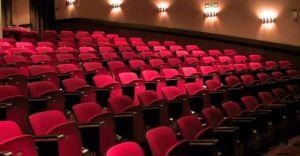 Harmonogram łagodzenia obostrzeń: kina i teatry czynne od 21 maja