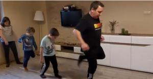 [WIDEO] Wuefista z czechowickiej szkoły prezentuje ćwiczenia dla dzieci