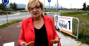 [WIDEO] Ktoś niszczy banery wyborcze. Mirosława Nykiel ostrzega