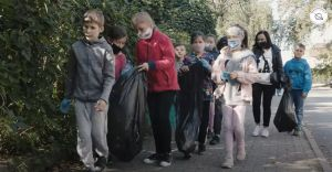 """[WIDEO] """"Czary mary to za mało"""" - uczniowie sprzątali gminę"""