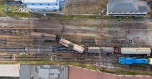 [FOTO, WIDEO] Wykolejenie pociągu w Czechowicach. Przywrócono ruch