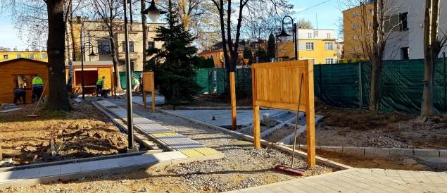 Kończy się budowa ogrodu edukacyjno-sensorycznego przy MDK - 20.11.2020