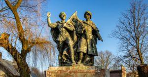 Na miejscu pomnika powstanie... budka z pierogami ruskimi!