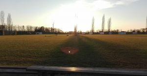 Foto-dnia: zachód słońca nad boiskiem w Ligocie
