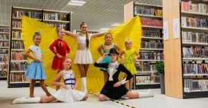 [ZDJĘCIA] Mażoretki pokazują piękno nowej biblioteki w Czechowicach